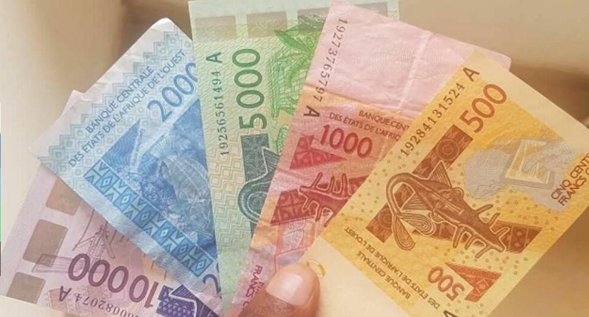 """Proč je třeba, aby se """"bývalé"""" francouzské kolonie v Africe zbavily měny frank CFA"""